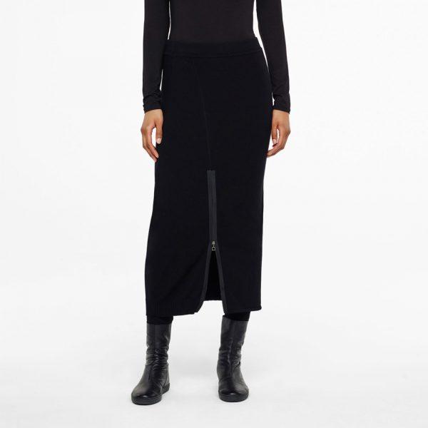 Maxi skirt with adjustable slit