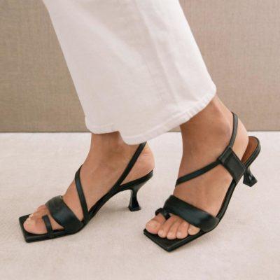 Asymetric Straps black sandal