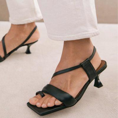 Sandalia Asymetric Straps negra