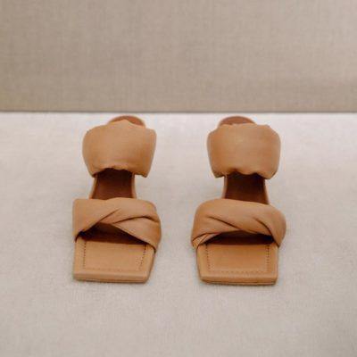 Sandalia Twist Strap camel